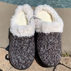 NWT Hoodback Slip On Slippers Faux Fur Cushioned